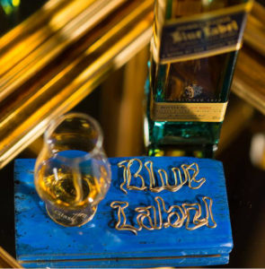 suport pentru pahar Johnnie Walker Blue Label | © Gabriel Aldea