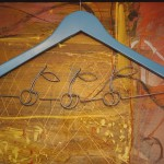 Cirese, lemn, sârmă & acrilic, lungime 44 cm